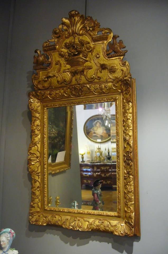 Specchio barocco in legno intagliato color oro