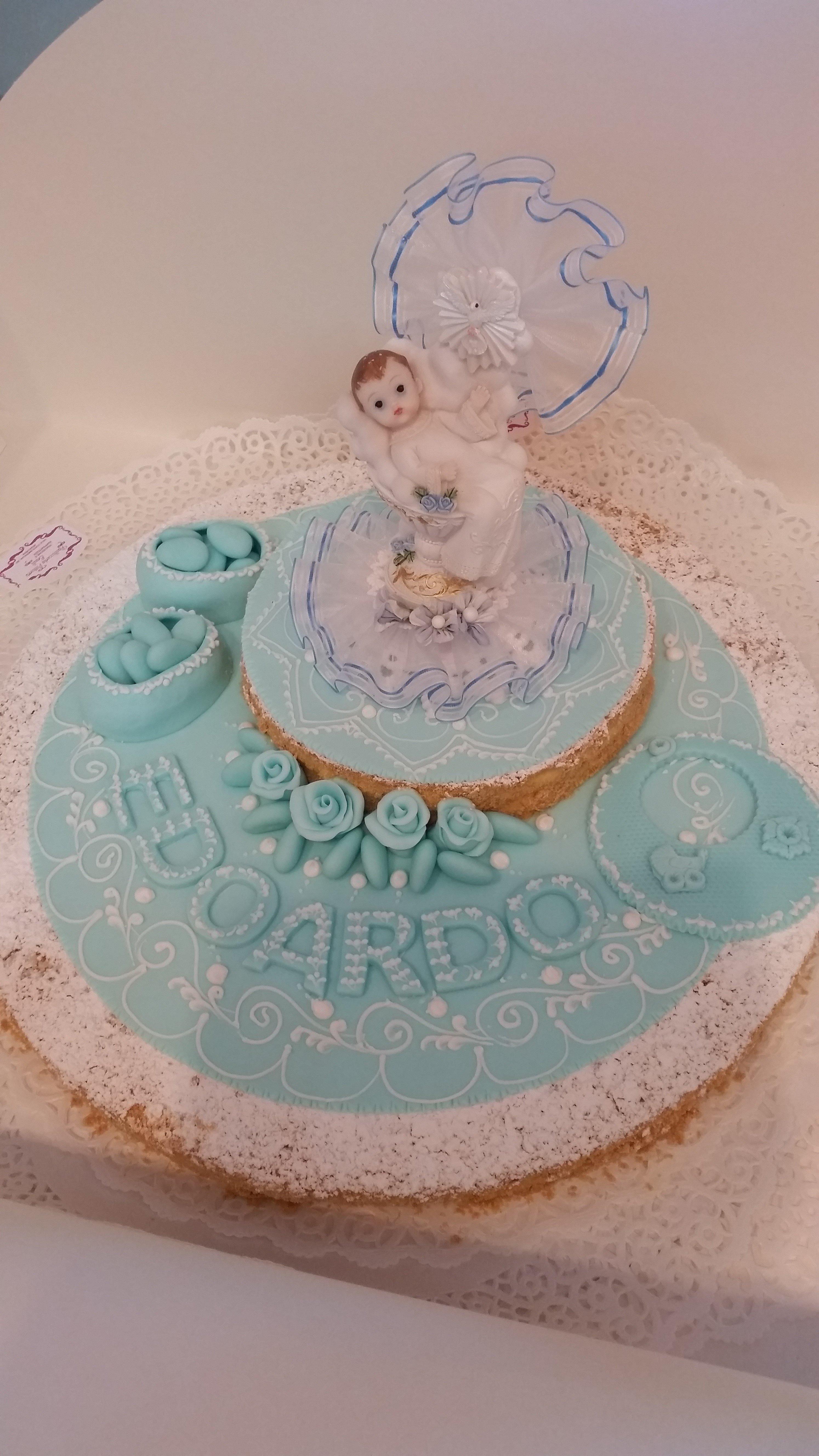 Una torta di battesimo azzurra