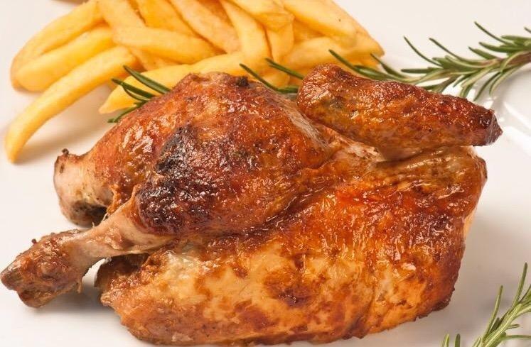 un pollo arrosto e delle patatine