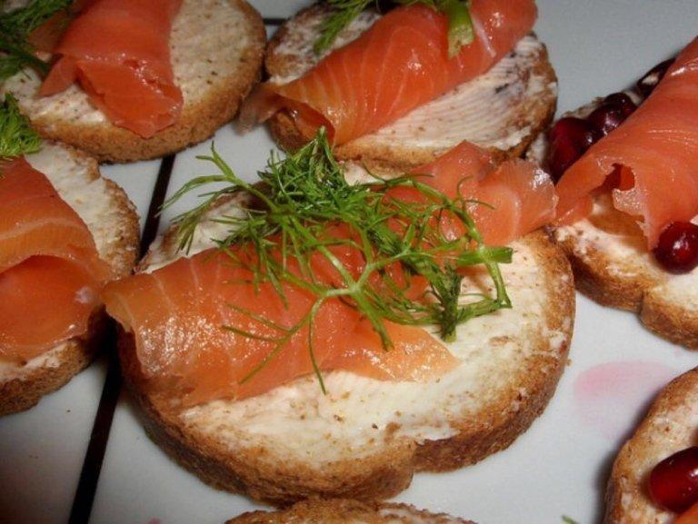delle bruschette al salmone