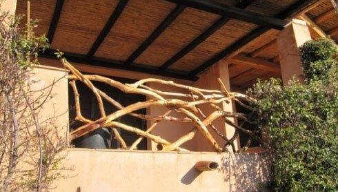Balcone con ringhiera in legno