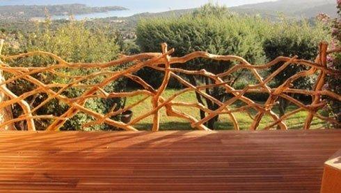 Inquadratura frontale di un parquet in legno per esterni