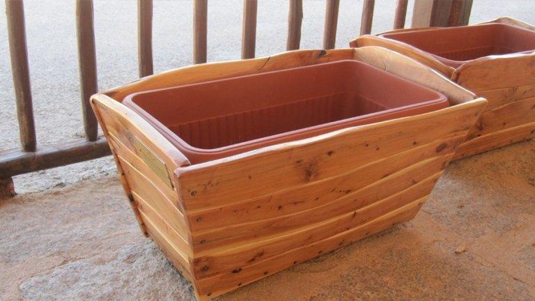 Cassa realizzata con travi in legno