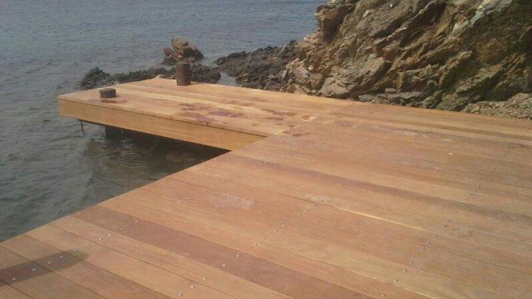 Passerella in legno per accesso al mare