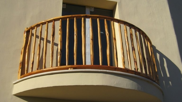 Parapetto semicircolare in legno