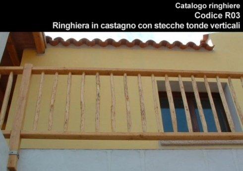 Ringhiera in castagno con stecche tonde verticali