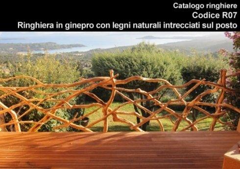 Ringhiera in ginepro con legni naturali ad intreccio