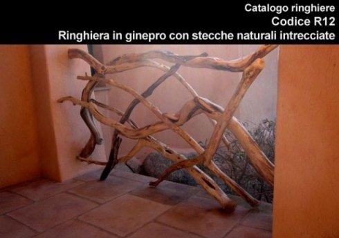 Ringhiera in ginepro con stecche naturali incrociate