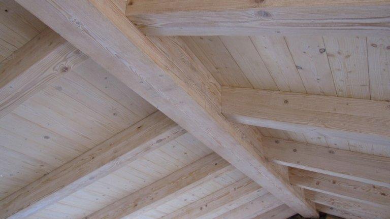 Dettaglio di soffitto in legno