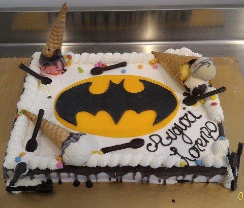 torta di compleanno con batman