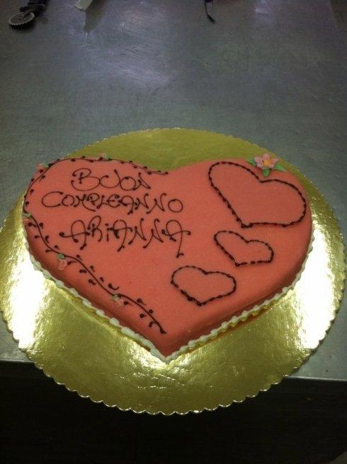 torta a forma di cuore asticceria Genova  LECCAJE DADOIA