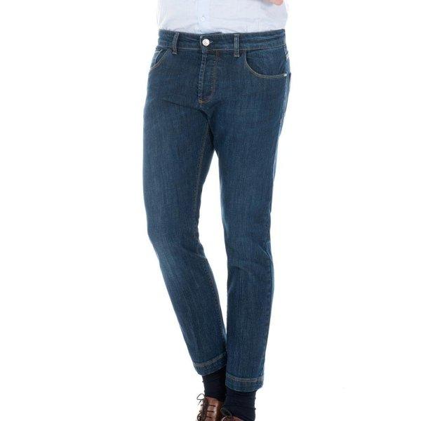 Pantaloni alla moda