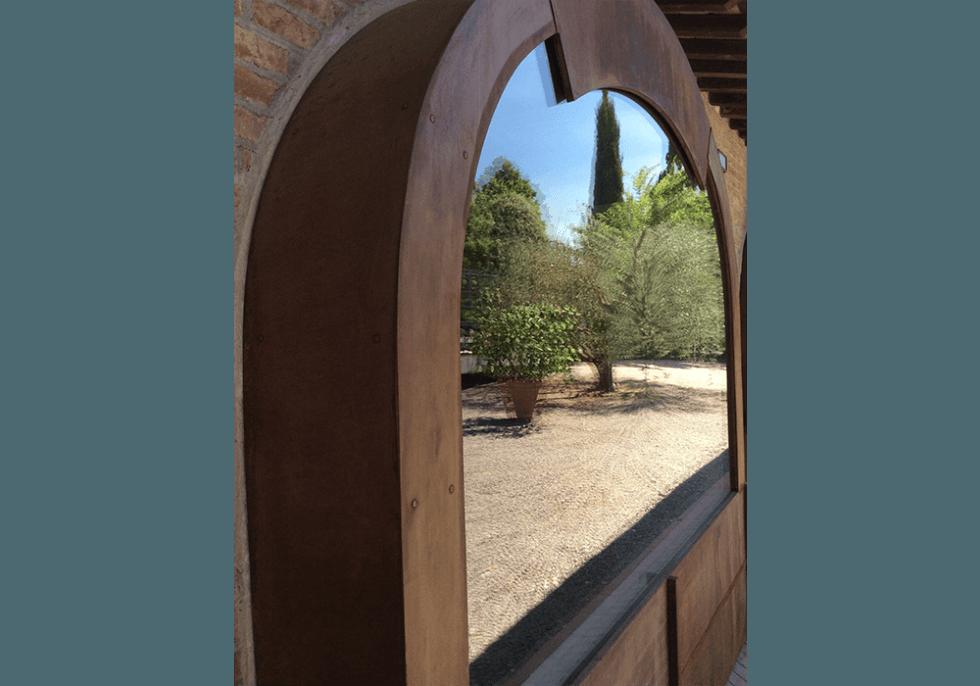 finestra in acciaio corten