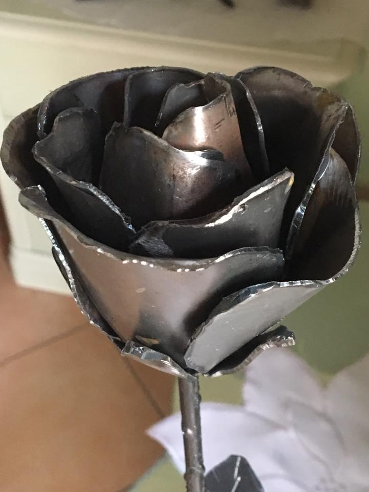 una rosa in ferro