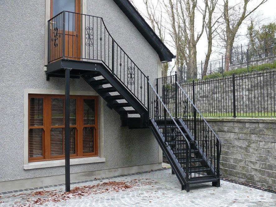 Лестницы на второй этаж на даче своими руками