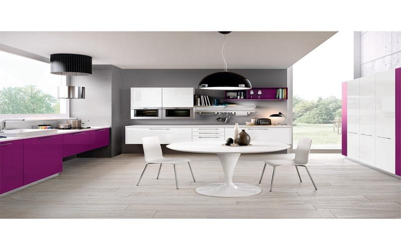 cucina con tavolo legno
