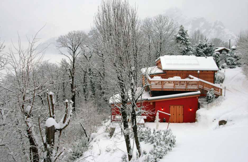 vista di uno stabile e della neve
