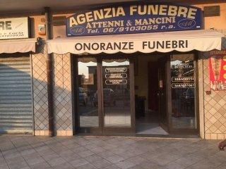 entrata dell'agenzia funebre