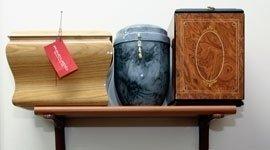 tre urne in modelli differenti