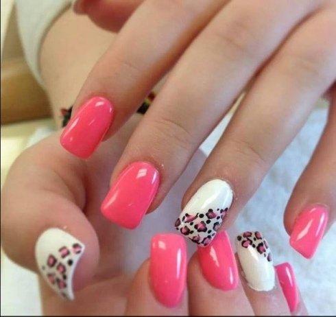 Ricostruzione unghie con gel e nail art