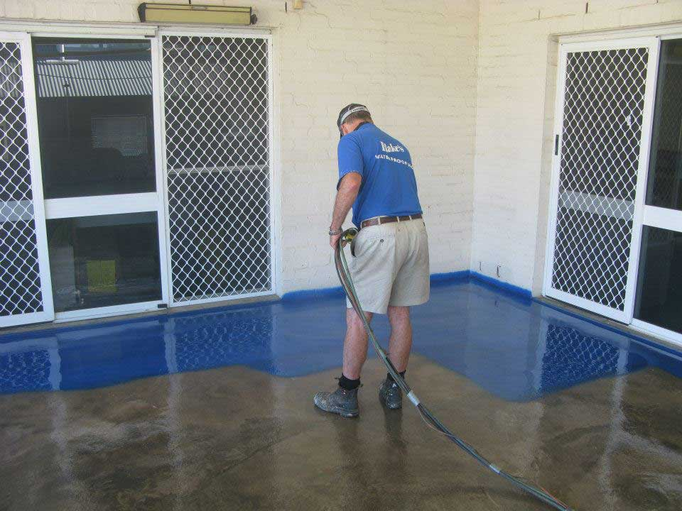 blakes waterproofing man working with blue colour