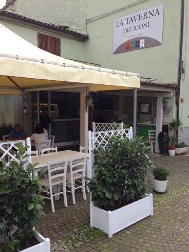 ristorante con sala esterna