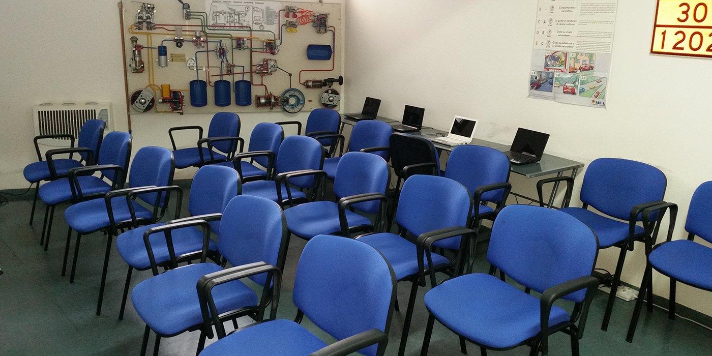 Sala interna della scuola guida Romangia