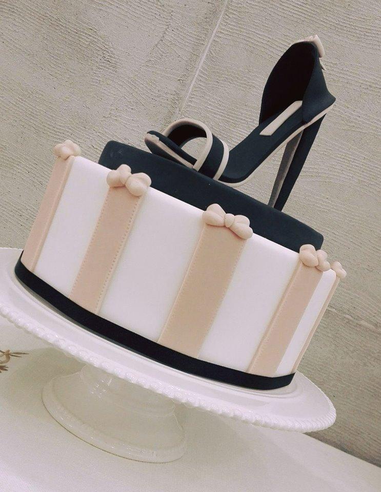 torta con decorazione a forma di scarpa