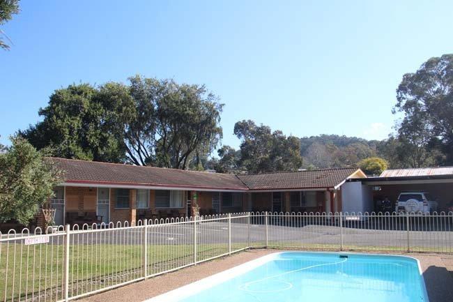 motel outdoor pool