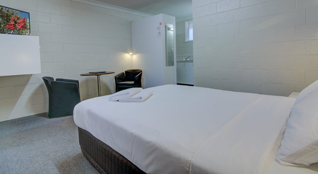 queen bed in motel room