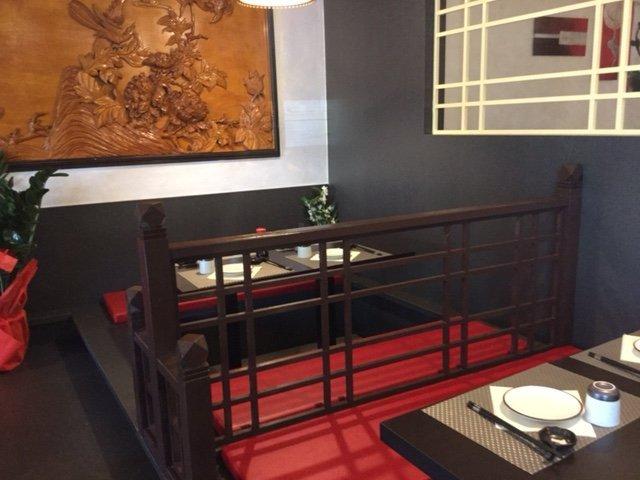 Tavoli e arredamenti di un ristorante asiatico