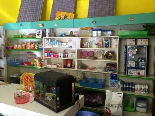 negozio con prodotti  per animali