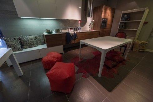 mobili per zona giorno, cucine, tavoli
