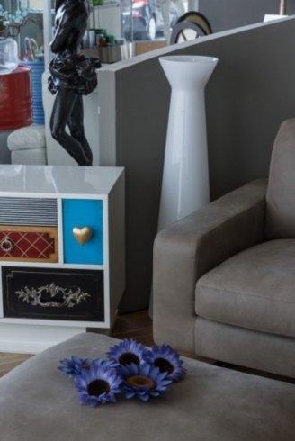 mobili con elementi colorati, mobili con cassetti, soluzioni di arredo per salotti