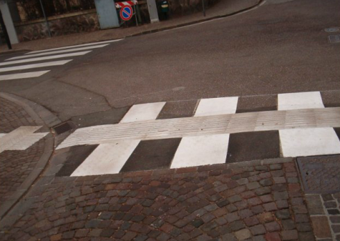 percorsi tattili Bolzano, percorsi tattili per non vedenti, manutenzione segnaletica stradale