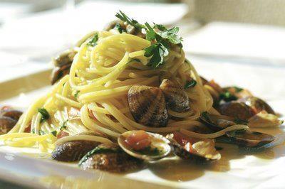 un piatto di spaghetti alle vongole