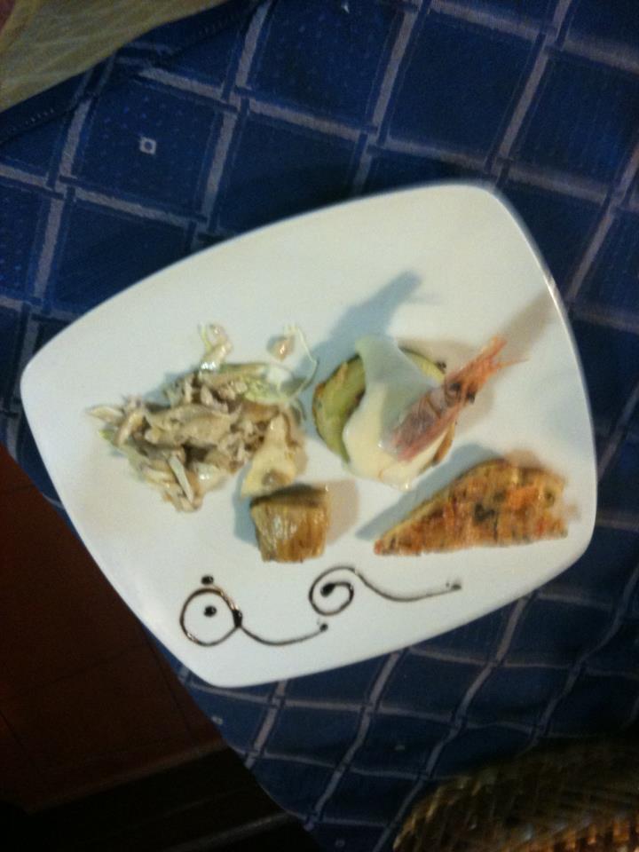 un piatto a base di pesce e scampi