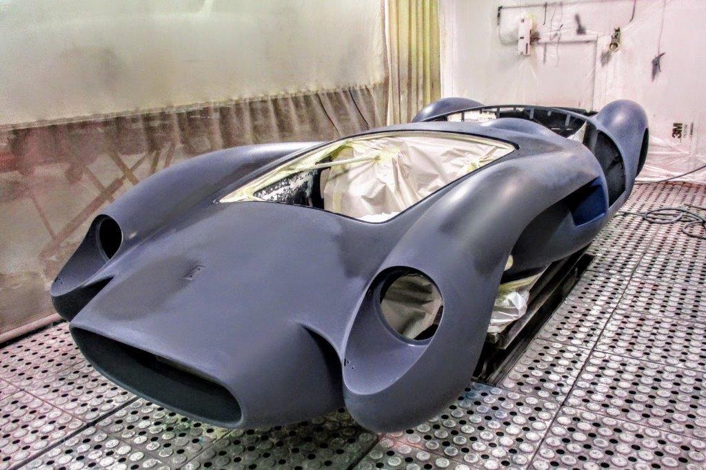 auto da corsa storica bianca e blu