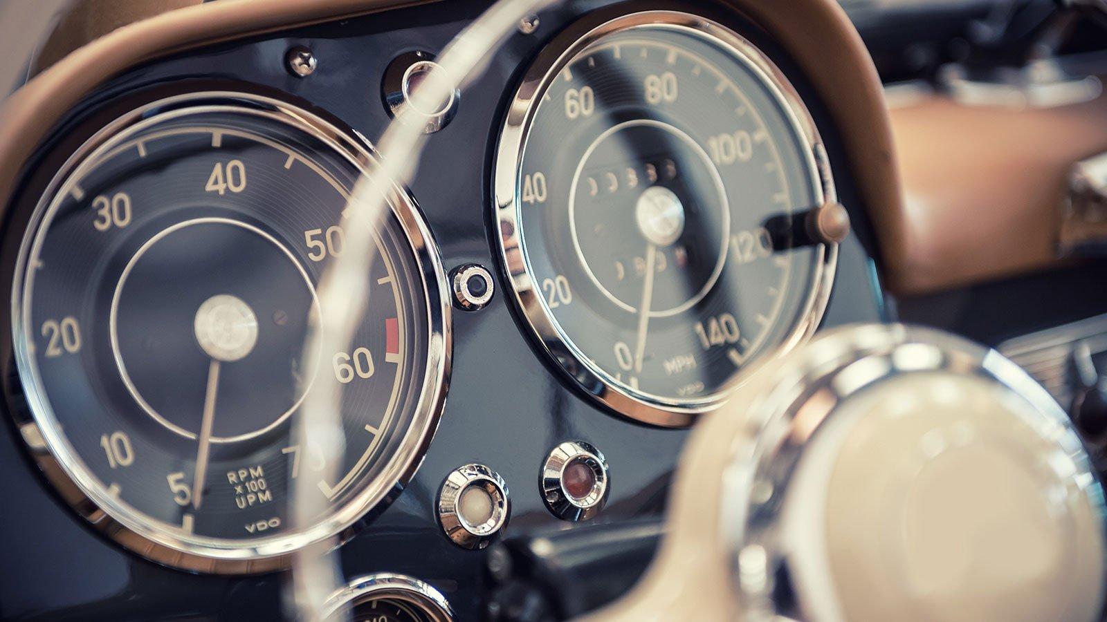 cruscotto di un'auto d'epoca