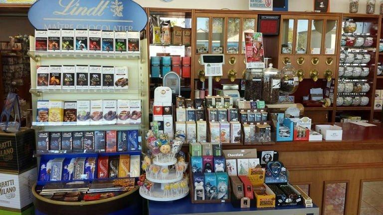 delle confezioni di cioccolato