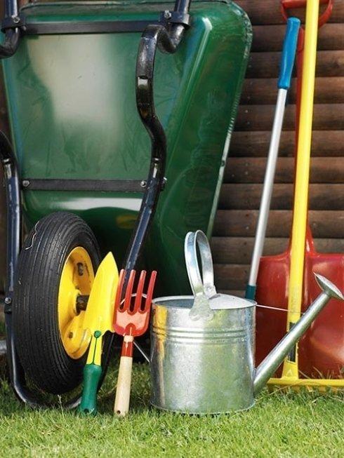 Hai necessità di innaffiatoi, rastrelli, carriole o articoli per il giardinaggio in genere? Affidati all