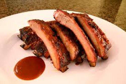 costolette di maiale alla griglia e salsa barbeque