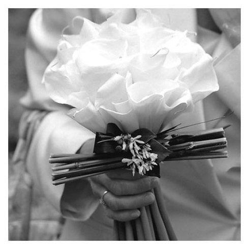 bouquet di fiori bianchi da sposa