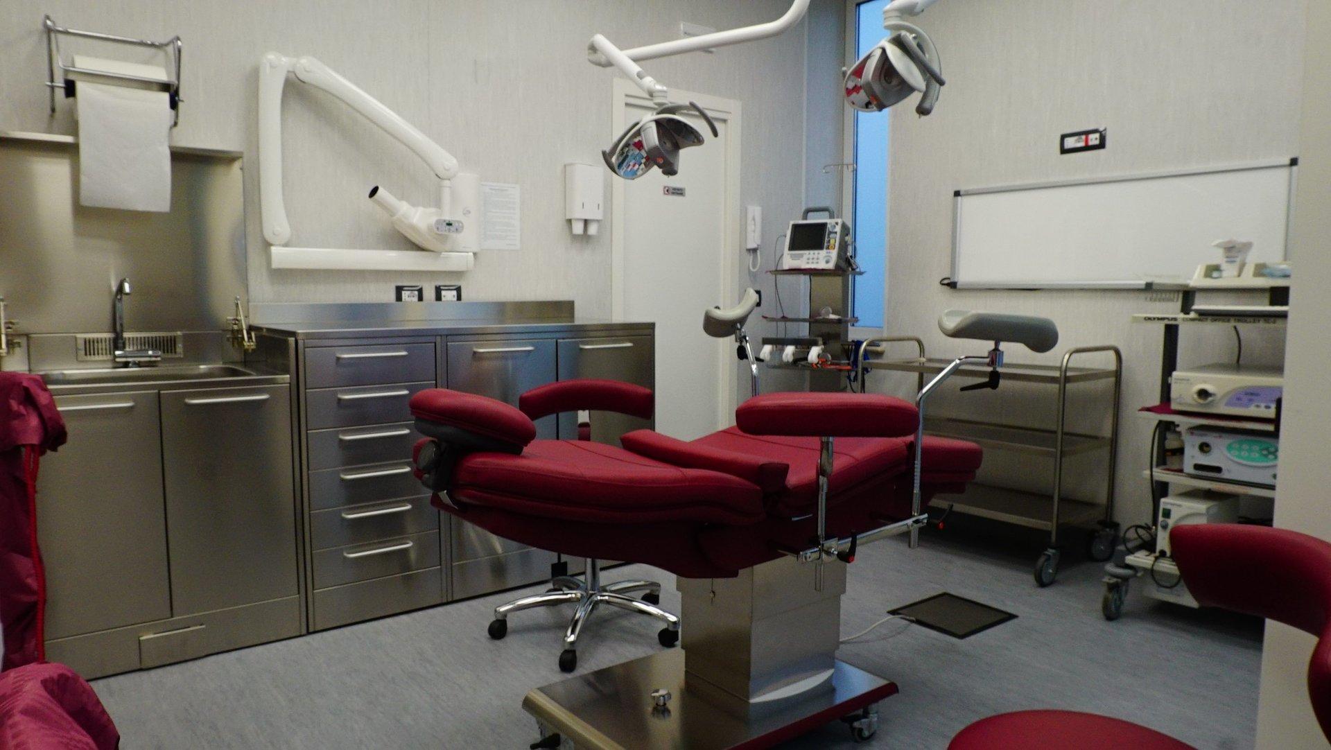 poltrona reclinabile in studio dentistico