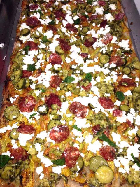 Pizza salame e zucchine