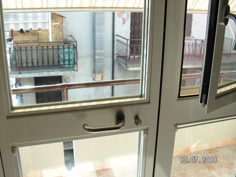 Porta finestra di PVC, con parte finestra aperta