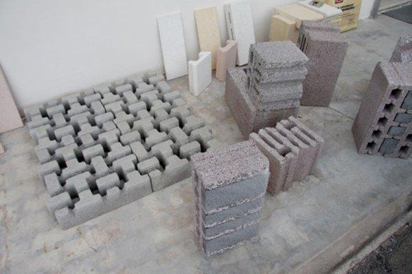 assortimento di mattoni per lavorazione strade