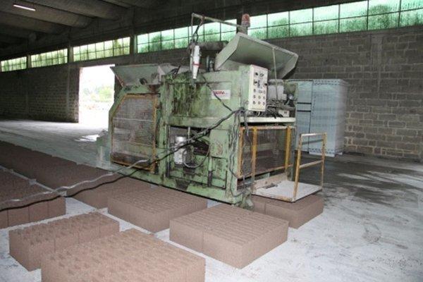 macchina per manutenzione manufatti in cemento