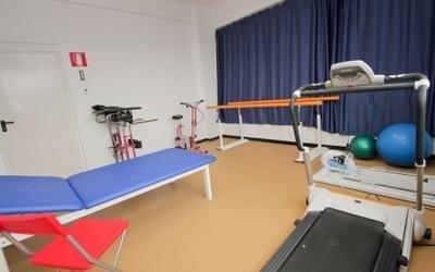 sala di fisioterapia per anziani