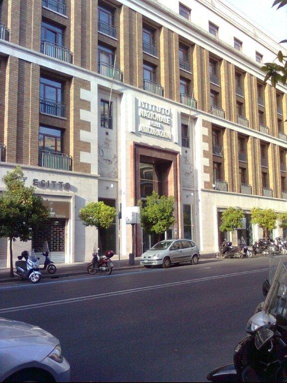 tinteggiatura interna uffici INA ASSITALIA Roma
